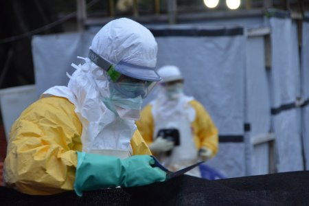 The logistical teams proceed to the reorganisation of the Donka Ebola treatment center site
