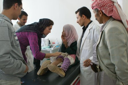 MSF doctors take care of a young girl in Yemen